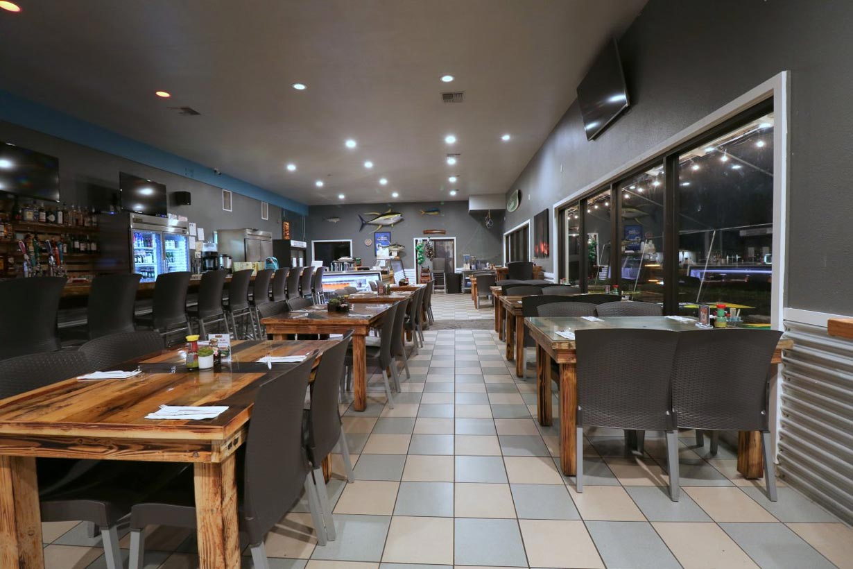 Umekes-Fishmarket-Bar-and-Grill