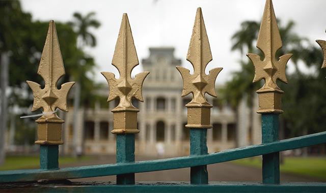 アメリカで唯一の王族の公邸、イオラニ宮殿でハワイの悲しい歴史を知るのアイキャッチ画像