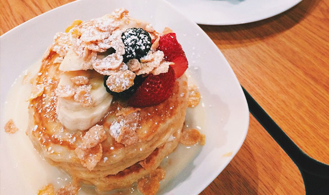 リッチミルクの極上パンケーキ、スクラッチ・キッチン&ベイク・ショップのアイキャッチ画像