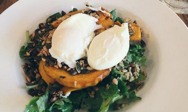 ワイキキ周辺でオーガニック朝食が食べれるカフェ&レストラン5選のアイキャッチ
