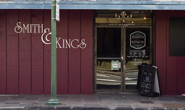 ガストロパブ、スミス・キングスのフォアグラバーガーで至極の贅沢のアイキャッチ画像