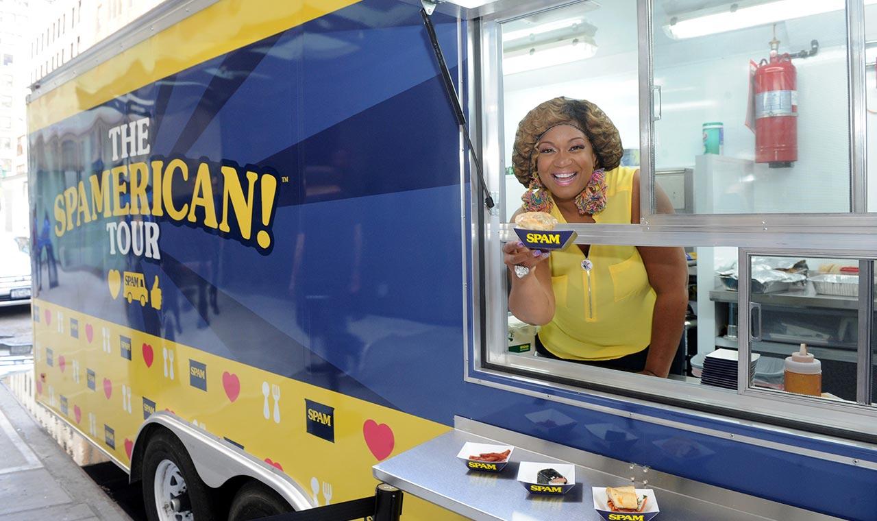 スパムのフードトラックがハワイ各地でユニークなスパム料理を提供のアイキャッチ画像