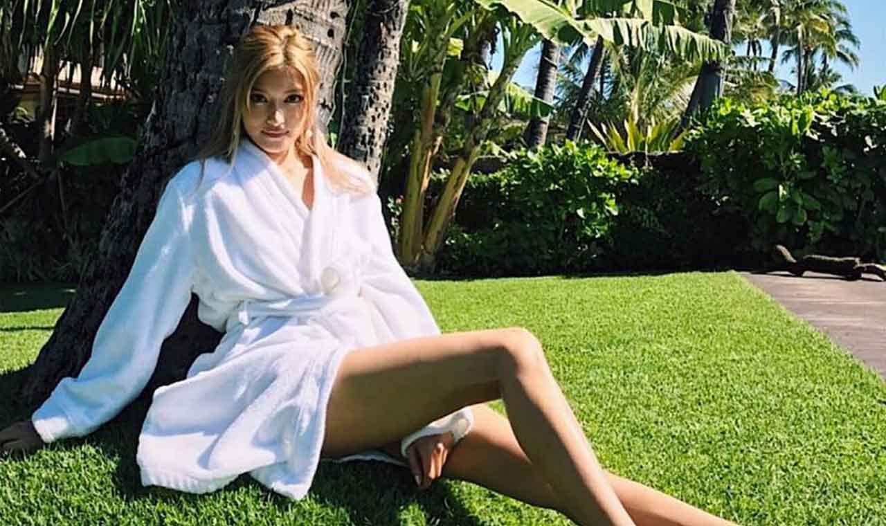 ローラがハワイで魅せた完璧スタイル、セクシーなビキニ姿にファン興奮のアイキャッチ画像